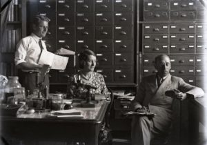 Joyce Allan with colleagues Gilbert Whitley(left) and Ellis Troughton, Australian Museum circa 1930. Australian Museum Archives AMS514_VA97_6. Reproduction Rights Australian Museum.